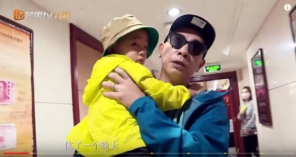 ▲小小春住院。(圖/翻攝自湖南衛視YouTube)