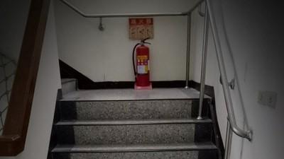 樓梯間傳幼兒哭聲,繞去卻沒有人 靈異事件真相令醫護鼻酸