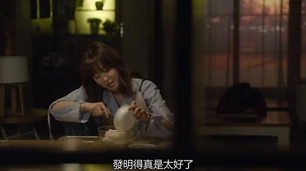 ▲《又吳海英》劇中吃即食飯。(圖/愛奇藝提供)