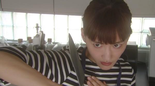 ▲綾瀨遙如願當主婦,換拿菜刀還是有點技癢。(圖/翻攝自《NTV》直播)