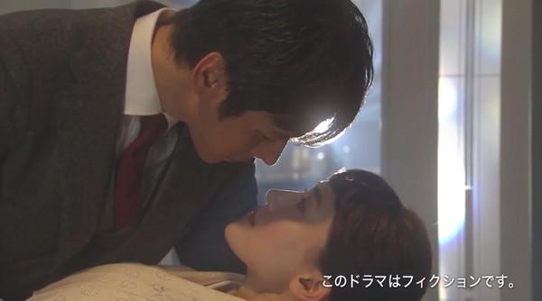 ▲綾瀨遙、西島秀俊夫妻情趣大撩觀眾。(圖/翻攝自《NTV》直播)