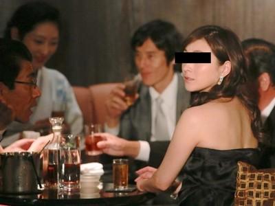 不夠正活該被打?輕熟女聚餐被嫌醜怒揍,陪同友人全程漠視