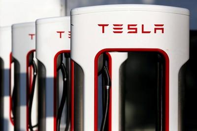 特斯拉最大的優勢就是廣布的充電站