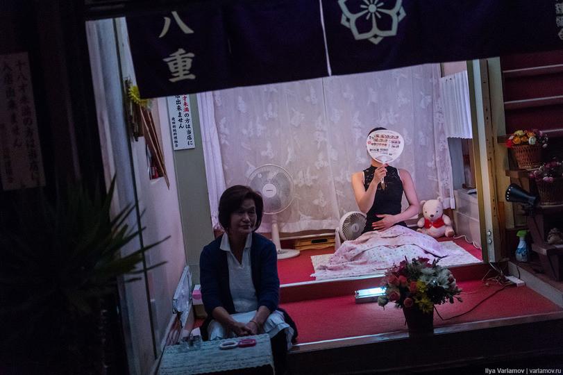 不怕被砍!他勇闖日本紅燈區偷拍…滿街櫻花妹都比AV女優還正(圖/翻攝自網路)