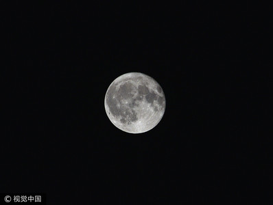 月球上有冰 擬以太陽能開採當燃料
