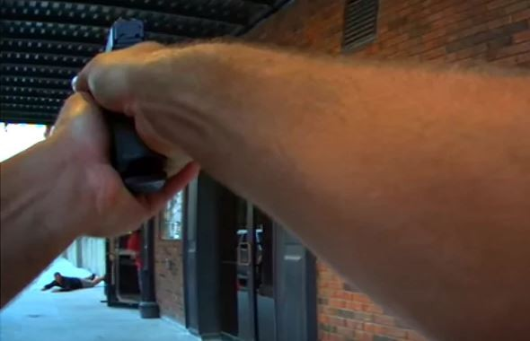 ▲演員扮搶匪拍電影 警察「以為是真的」到場直接開槍了!。(圖/翻攝CRAWFORDSVILLE POLICE DEPARTMENT)