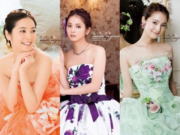 ▲除了日式婚禮,佐佐木希還穿了自創品牌的婚紗出席婚宴。(圖/翻攝自日網)