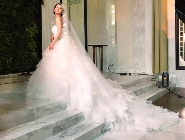 ▲佐佐木希最愛白色婚紗。(圖/翻攝自佐佐木希IG)