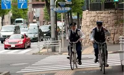 犯罪率太低了!日警察怕失業「新撇步」:上街巡邏裝忙
