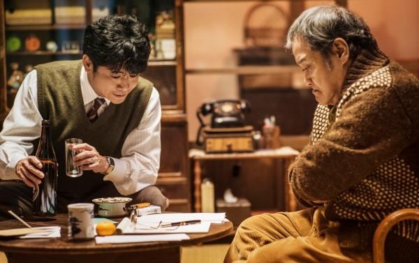 ▲日本影帝級演員西田敏行在片中演出靈魂人物浪矢雜貨店老闆。(圖/華映提供)