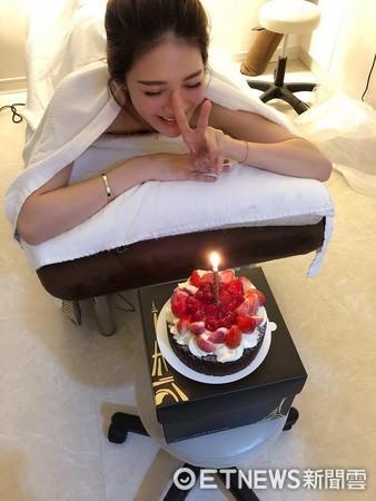 ▲吳亞馨朋友日前幫她慶生。(圖/翻攝臉書)