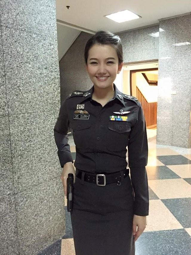 亞洲女警(圖/翻攝自網路)