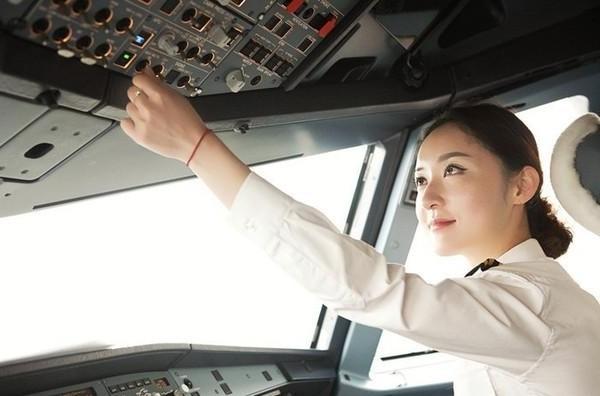 ▲▼重慶民航首位女飛行員,被網友選為最美飛行員的趙楠。(圖/記者錢玉紘攝)