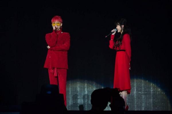 今年1月李準基現身IU台北演唱會,重現「四樹CP」,粉絲尖叫不停。(蕭志傑攝,右為網路照片)