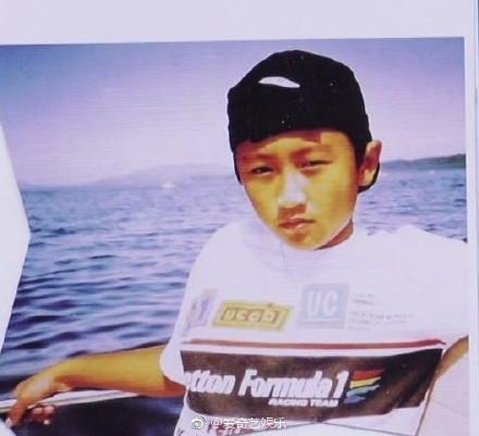 ▲謝賢公開兒子童年照。(圖/翻攝謝霆鋒、《愛奇藝娛樂》微博)