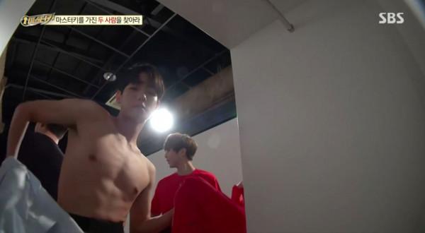 ▲▼ EXO伯賢冰塊腹肌還在! 粉絲讚:胸肌大1號(圖/翻攝自SBS)