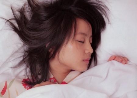 ▲▼山本耕史被問到一早醒來旁邊是堀北真希的感想,直說「像在夢中不想醒來了。」(圖/翻攝自日網、推特)