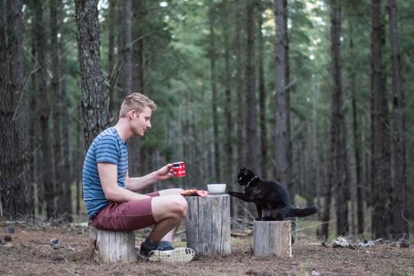 澳男辭去工作、賣掉房子和愛貓一同旅遊。(圖/翻攝自Instagram@vancatmeow)