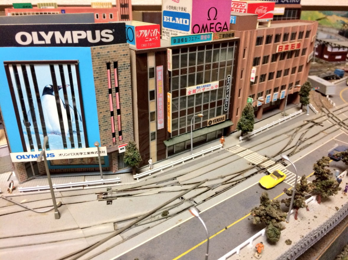 日本推特網友「@405murtagh」在爺爺房間內,發現製作精美的大型鐵道模型。(圖/翻攝「@405murtagh」推特)