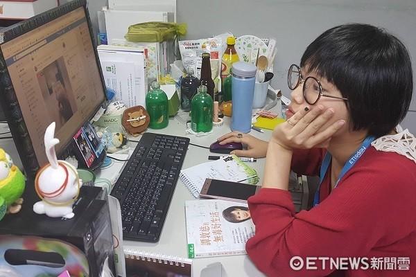 上班,工作,偷閒,耍廢,用電腦,上班族。(圖/記者黃琬茹攝)