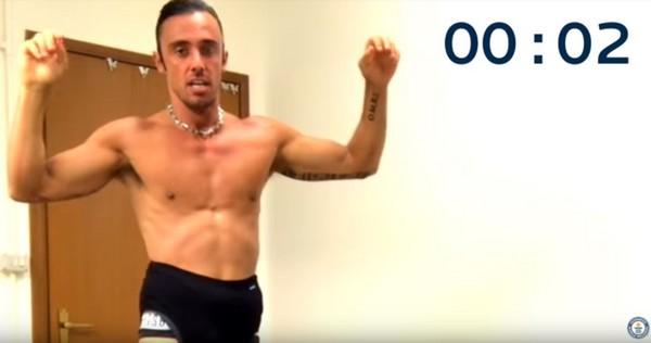 ▲▼ 義大利肌肉猛男30秒穿13件內褲,破金氏世界紀錄。(圖/翻攝自Youtube)