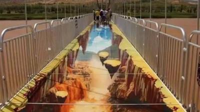 看風景都在試膽?玻璃橋面還不夠,寧夏景區外掛3D絕命斷崖