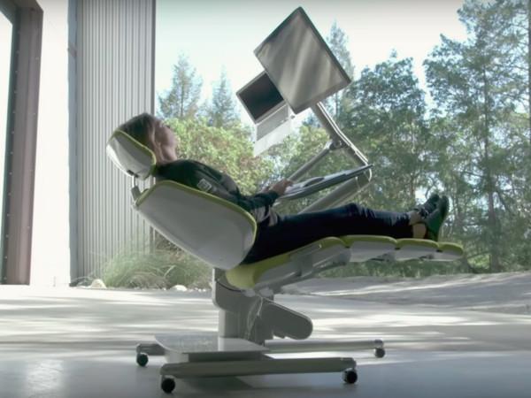 ▲能躺著的辦公桌(圖/翻攝自YouTube)