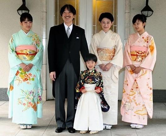 ▲日本佳子公主是二皇子秋篠宮的小女兒。(圖/翻攝自日網《matome》、《Amazon》、IG)