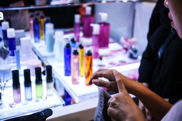 ▲▼美妝,化妝,百貨,專櫃,保養,口紅,唇膏。(圖/記者周宸亘攝)