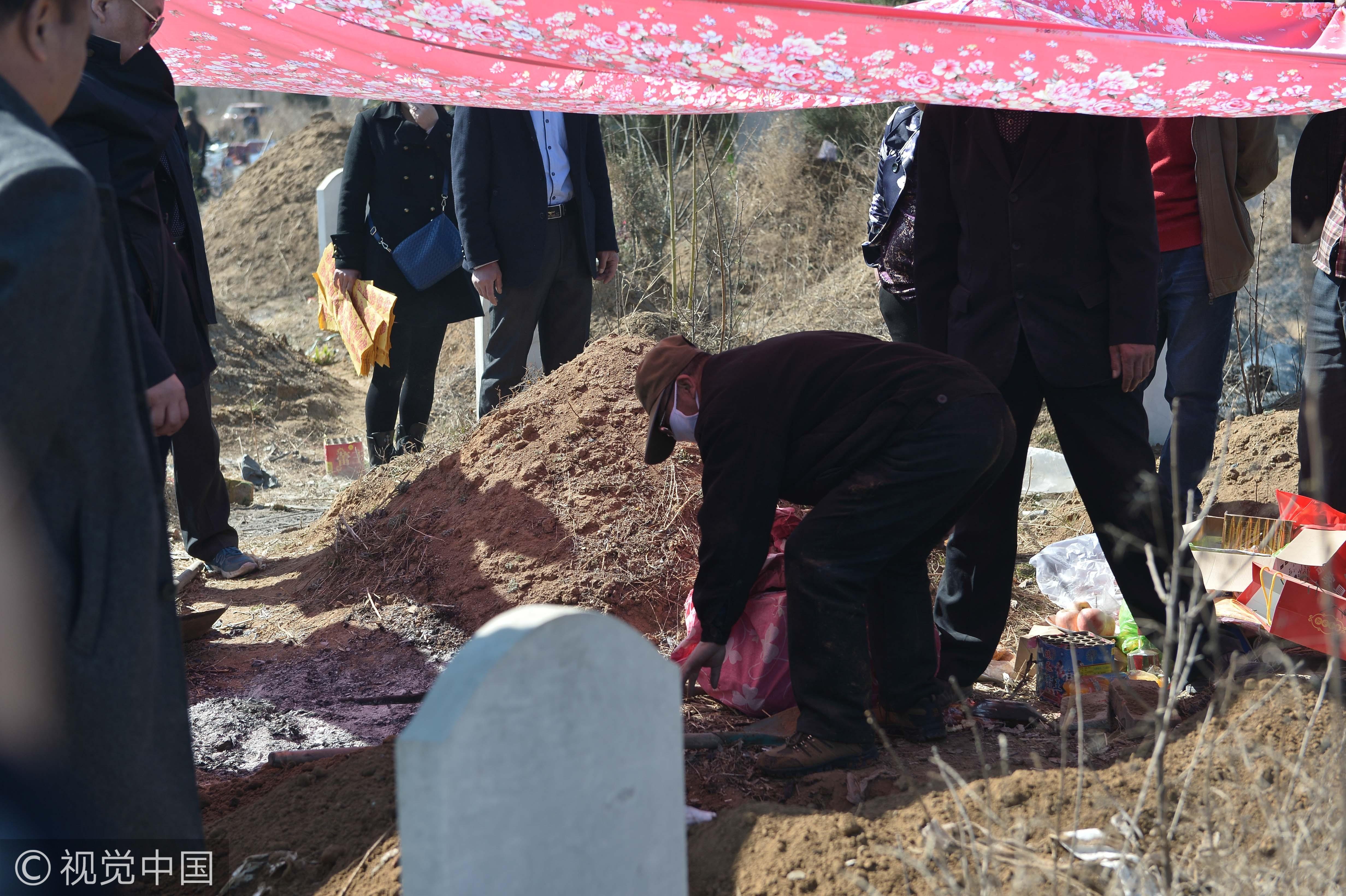 ▲▼墓葬,喪葬,葬儀,墳墓,墓園,挖墳,開棺,民俗,習俗。(圖/視覺中國CFP)