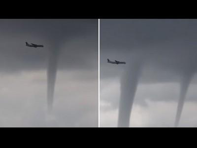飛往末日的航班!機場外驚見三龍捲,降落班機擦邊飛過