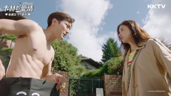 ▲崔始源在韓劇《卞赫的愛情》中裸奔。(圖/KKTV提供)