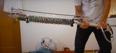 日高中生造「指尖陀螺破壞劍」