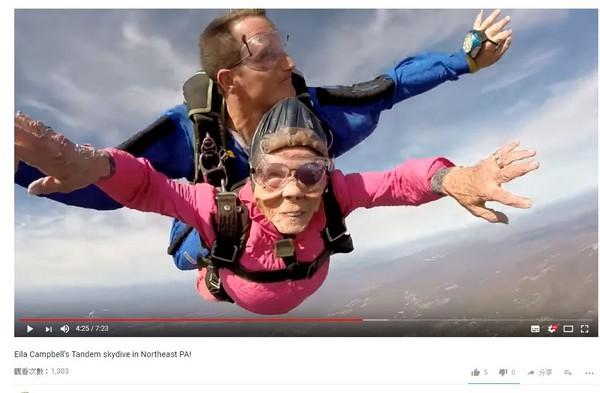 ▲▼美國94歲阿嬤生日玩跳傘。(圖/翻攝自Above the Poconos Skydivers)