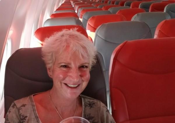 機上只有一名乘客 她花1800機票意外享受VIP包機服務。(圖/翻攝自Karon Grieve的Twitter)
