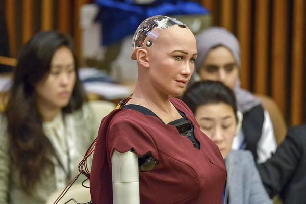 ▲▼第一個拿到公民身份的AI機器人Sophia。(圖/達志影像/美聯社)