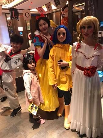 ▲小S的3個愛女各自精心打扮。(圖/翻攝自小S臉書)