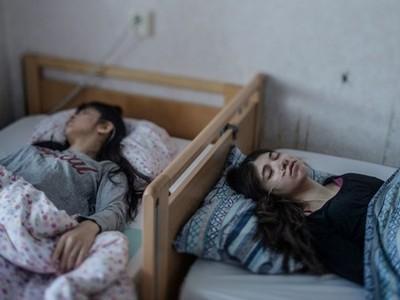 不是裝死!現實太殘酷會一睡不醒,難民被遣返前「自願死亡」