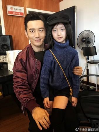 黃曉明和裴佳欣。(圖/翻攝自全國童星家族微博)