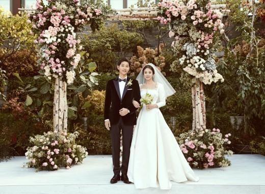 ▲宋仲基、宋慧喬婚禮現場和婚紗照。(圖/翻攝自Dizcul)
