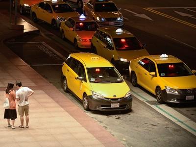 運將大哥沿路聊不完?「搭計程車4大窘境」上班族超有感