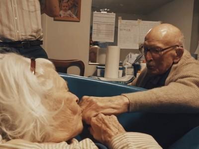 一生只愛你!病榻旁慶祝結褵80年,失智妻突吻丈夫不鬆手