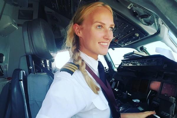 ▲▼超正荷蘭副機長凱特斯(Lindy Kats)擁有大批粉絲。(圖/翻攝自IG pilot_lindy)