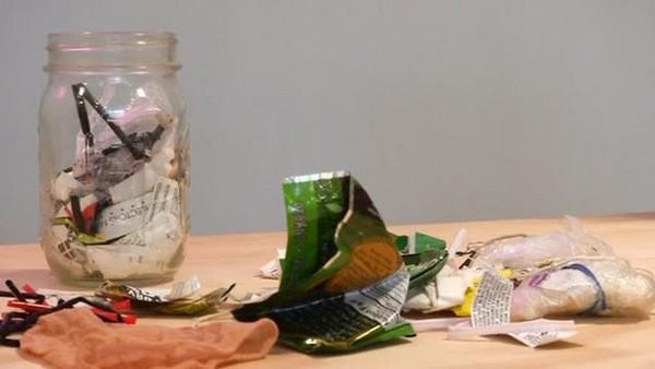 ▲正妹生活5年 生產的垃圾「小小一罐」只有450毫升!。(圖/翻攝trashisfortosser IG)