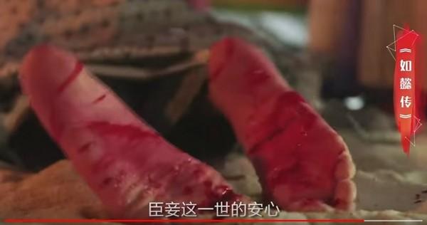 ▲周迅低嗓OS「臣妾一世安心」,預告中卻赤足受刑。(圖/翻攝自YouTube)