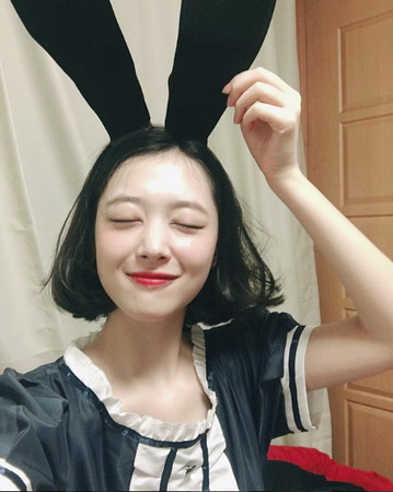 ▲▼雪莉COS兔女郎,唇紅膚白的天真小兔。(圖/翻攝自雪莉IG)