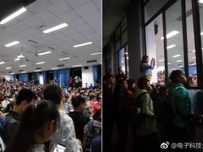 爬窗探頭、教室外擠到水洩不通,微積分課根本演唱會現場