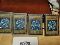 青眼白龍、噴火龍限定卡價值連城 玩卡牌遊戲還能是種投資?