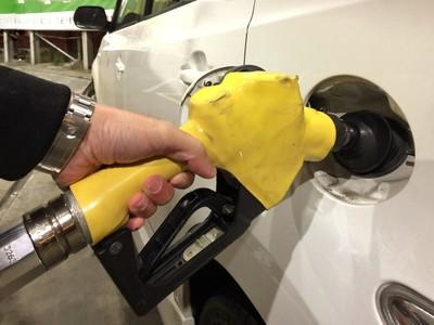 汽、柴油明各調漲0.2元