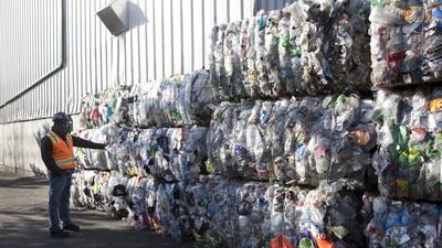 中國停買「洋垃圾」,歐美各國垃圾準備滿出來了